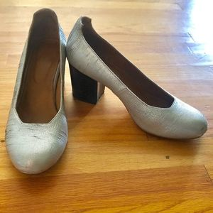 the palatines Silver round-toed pumps